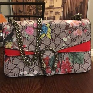 Red Gucci bloom shoulder bag!